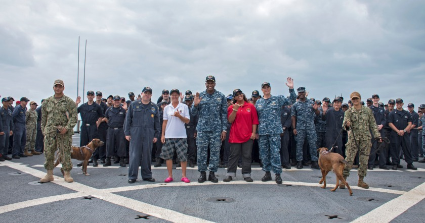 USS Ashland Arrives to Okinawa with Mariners